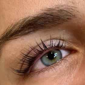 Lift Volume and Length Eyelashes